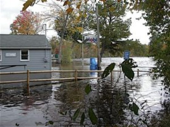 Lakefront Landing Marina, at the southern end of the big lake, during the October 2005 flood when the water level reached 411.30'. If the state had not drawn down the lake early that year, the level likely would have reached 414.75, exceeding the disastrous 1998 flood. Alliance Photo