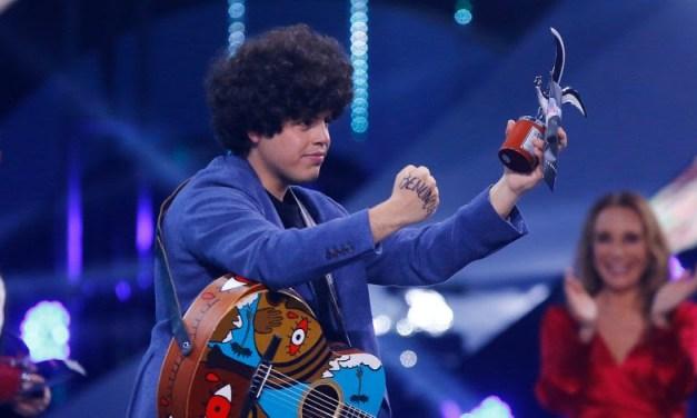 Vicente Cifuentes se manifiesta en el Festival de Viña y gana la Competencia Internacional con «Chillán»