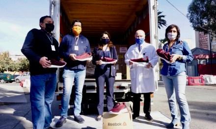 Reebok Chile donó 400 pares de zapatillas a equipo clínico de la Posta Central y hospital Sótero del Río