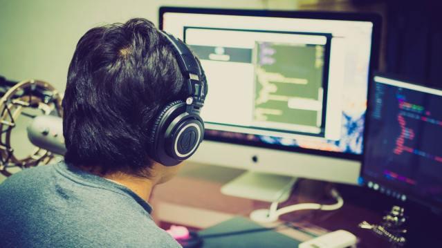 Kuva, joka sisältää kohteen henkilö, tietokone  Kuvaus luotu automaattisesti