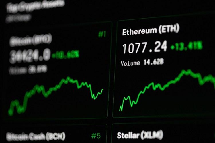 Ethereum matkii Bitcoinia! Toiseksi suosituimman kryptovaluutan kaikkien aikojen ennätys