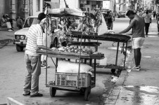 Small market in the streets of La Habana