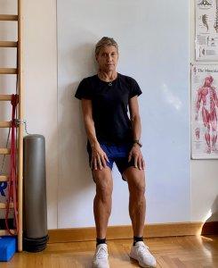 Simonetta-alibrandi-Osteopata-posturologo-personal-trainer-Lombalgia-mal-di-schiena-esercizi-efficaci-squat-al-muro-core