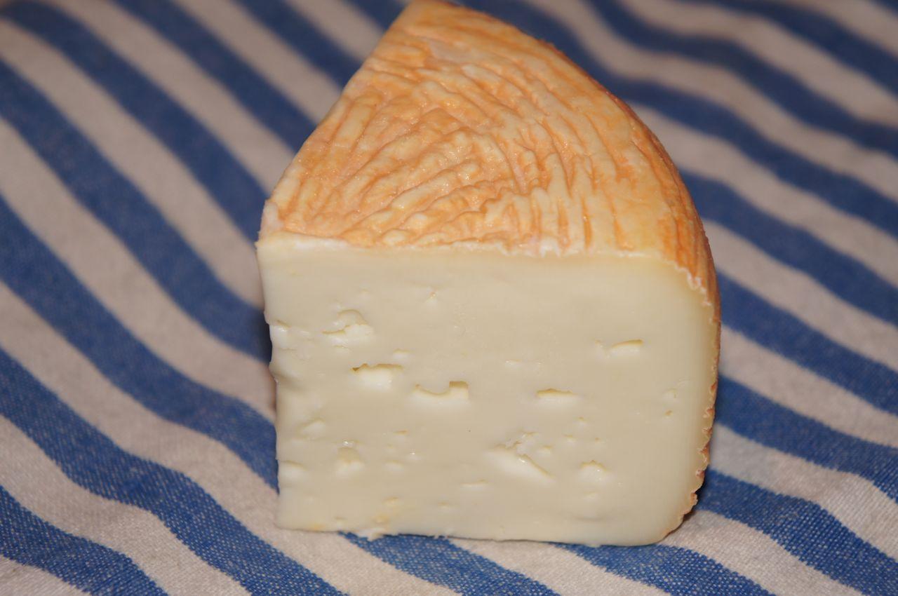 Tomme du Berger - rødkittost av geite- og sauemelk.