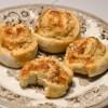 Pizzasnegle med gorgonzola og hasselnødder