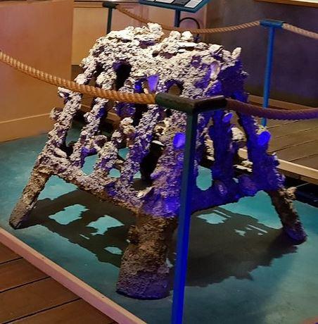 Pyramide de béton pour l'élevage des huitres de Thau