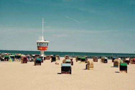 dlrg-strand-travemuende Warum in der Ferne suchen? Traumurlaube in Travemünde erleben 🇩🇪 Urlaubsorte