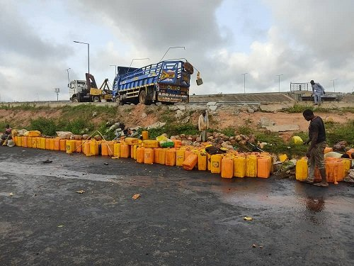10 feared dead, 36 injured as palm-oil laden truck plunges into ditch in Osun