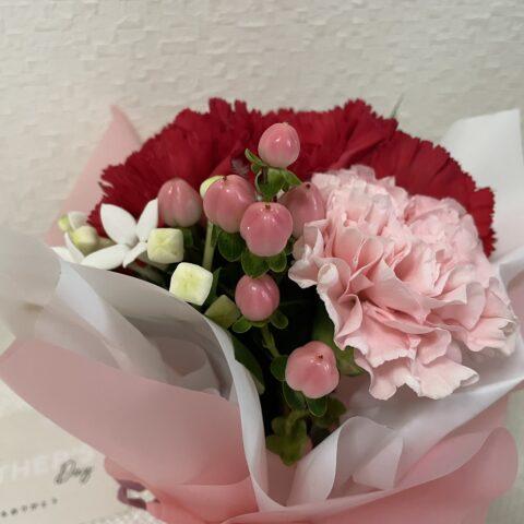 母の日おしゃれ安い花束カーネーションピンクのつぼみ