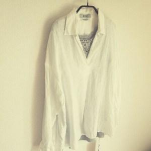 リネン白シャツ