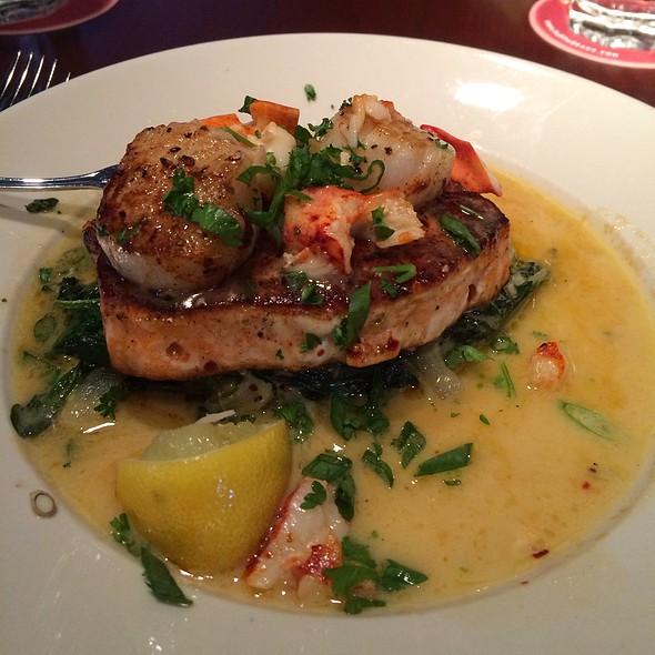 Pappadeaux Seafood Kitchen  Westmont Restaurant