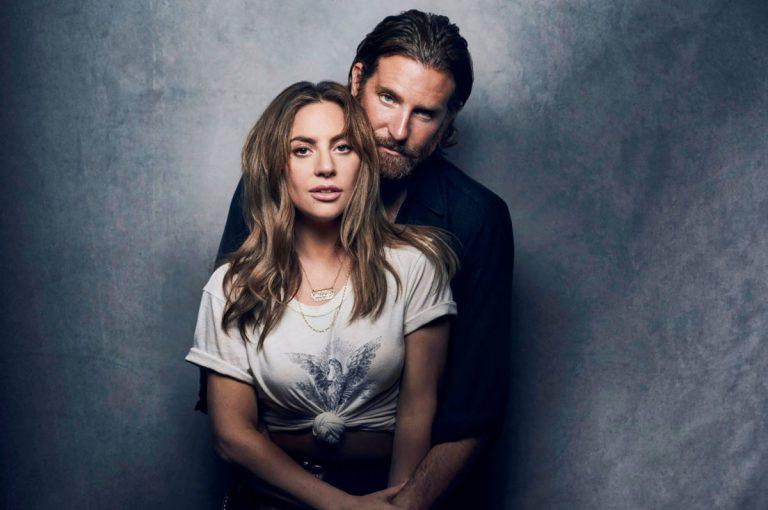 Lady Gaga e Bradley Cooper em uma foto promocional para Nasce Uma Estrela