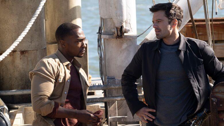 Falcão e Soldado Invernal conversando em um barco