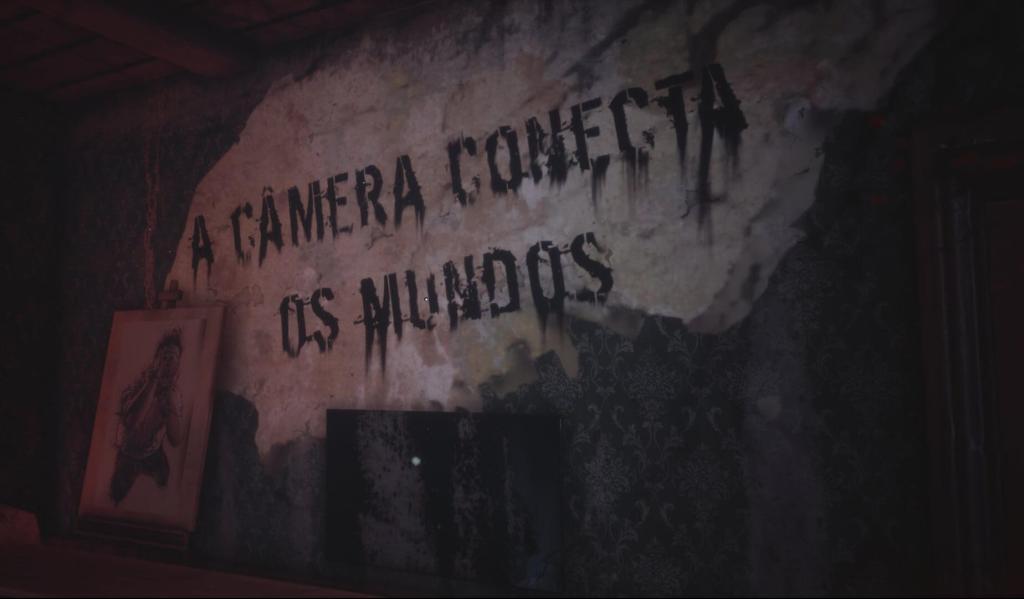 """A imagem mostra uma parte da gameplay de FOBIA onde podemos ler """"A câmera conecta os mundos"""". Otageek"""