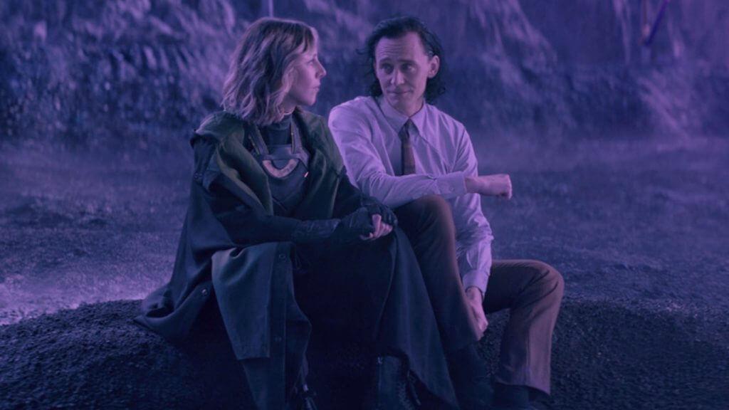 Loki e Sylvie relaxam sentados durante o fim do planeta Lamentis Otageek