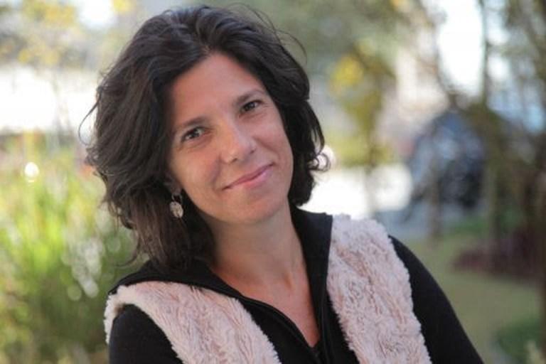 Retrato da produtora brasileira Andrea Barata Ribeiro selecionada para ser jurada do Oscar