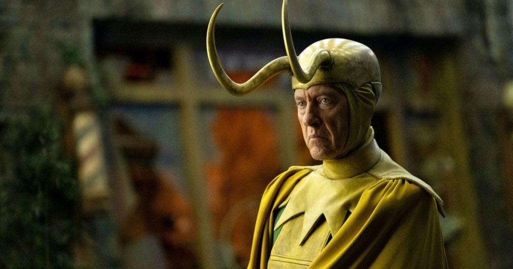 Velho Loki com seu traje icônico de cores chamativas e sujas - Otageek