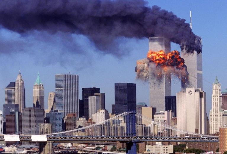 Torres Gêmeas colapsando