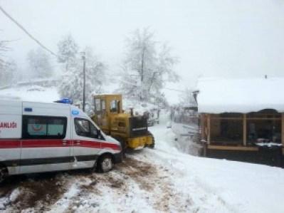 hastaya ulaşamayan ambulansın yolunu kozan belediyesi açtı1