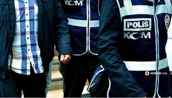 Adana'da 5 Gazeteci Adliyeye Sevkedildi