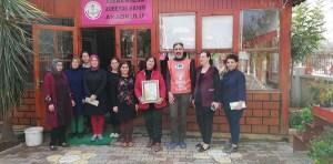 Zübeyde Hanım Anaokulu öğretmenleri ve idarecileri Tema Gönüllüsü olarak okullarına Kurum Görseli aldılar