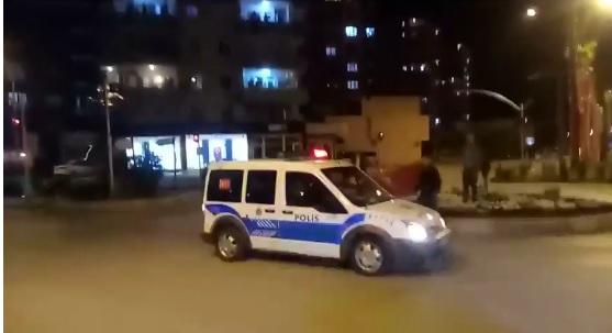 Kozan'da Balkonlar da 23 Nisan Coşkusu