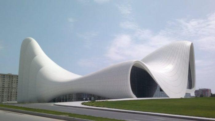 В какие города туристы готовы приехать ради потрясающих архитектурных сооружений