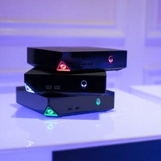 L'Alienware Alpha Gaming Desktop sous une jolie télé...