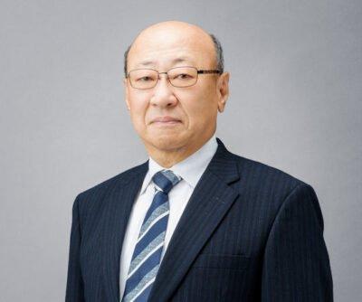 Tatsumi a passé 30 ans dans la finance. Les mauvaise langue diront que cela se voit...