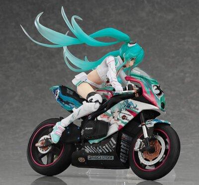 Ouais, j'avoue, j'ai pris la plus belle des figurine d'Hatsune ;) !