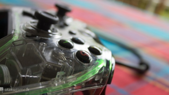 La manette PDP Afterglow pour Xbox One, est-elle de qualité premium ?