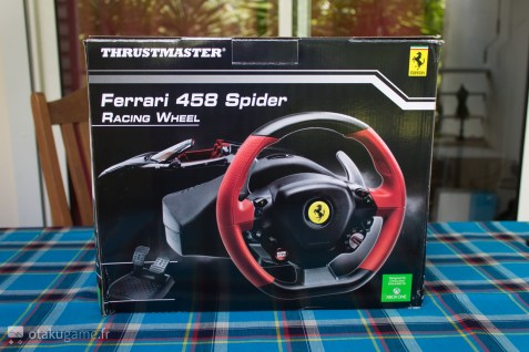 La boîte du volant Thrustmaster Ferrari 458 Spider est vraiment classique !