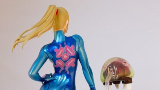 Samus, face à un Metroid, et sans son armure...