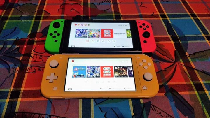La console est plus compacte que la Switch normale.