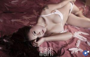 Lạnh lùng và gợi cảm theo phong cách rất riêng của Zhu Ying