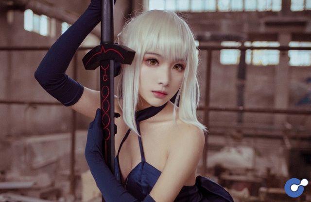 Cosplay nàng Saber cực gợi cảm và nóng bỏng trong Fate/Grand Order