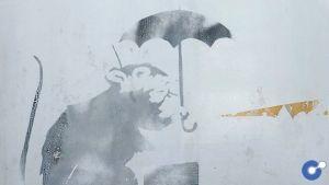 Bản vẽ nằm ở phía dưới bên trái của một cánh cửa gần trạm Hinode ở Tokyo.