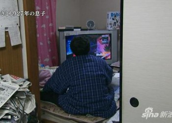 Trúng xổ số 600 triệu Yên, anh chàng Otaku vẫn chỉ cả ngày chơi game và đọc truyện tranh