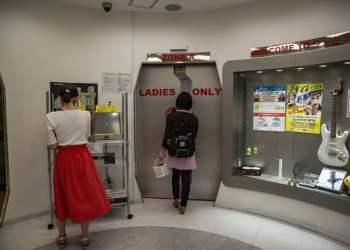 """Phụ nữ Nhật Bản thời hiện đại: Tự kết hôn với chính mình, coi việc lấy chồng là """"tự dồn mình vào góc tường"""""""