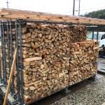 薪棚の増築をします。
