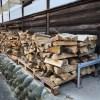 お寺に松薪を納品