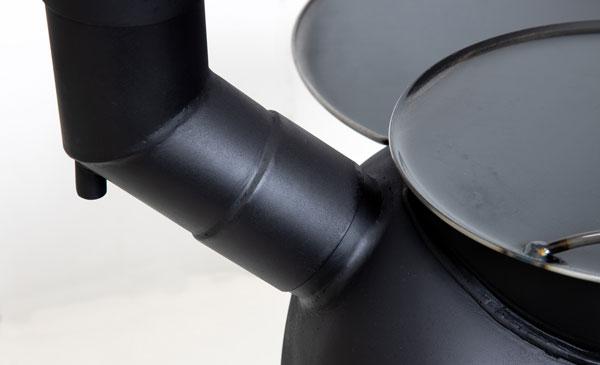 【太い煙突径】煙突径75ミリを採用。スムーズなドラフトにより良く燃えます