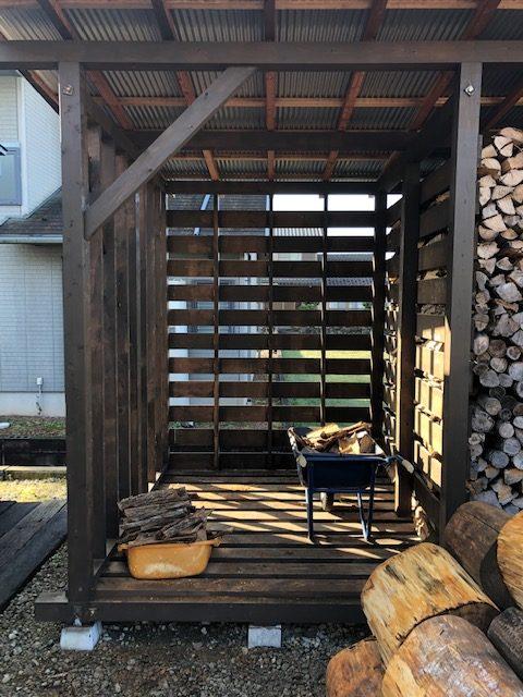 【薪の移動】薪棚の35cm薪を移動しました。
