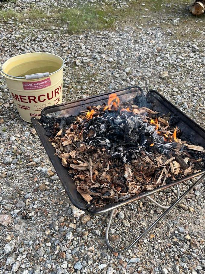 【焚き火】敷地内の木クズを集めて焚く