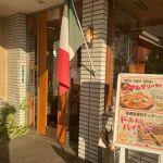 【薪】イタリアンのマリノさんの玄関前の薪