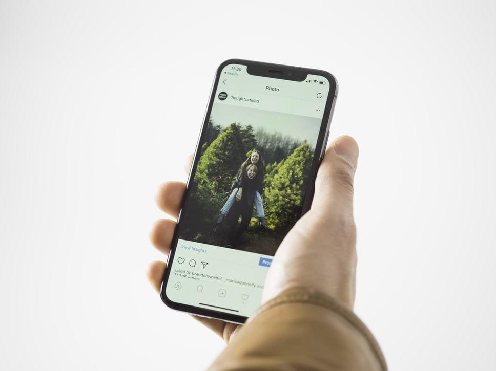 Photo et utilisation responsables des réseaux sociaux