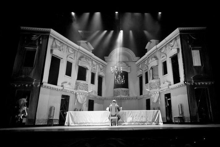 «Тартюф», режиссер Александр Кузин, Ярославский театр драмы им. Ф. Волкова, 2011.