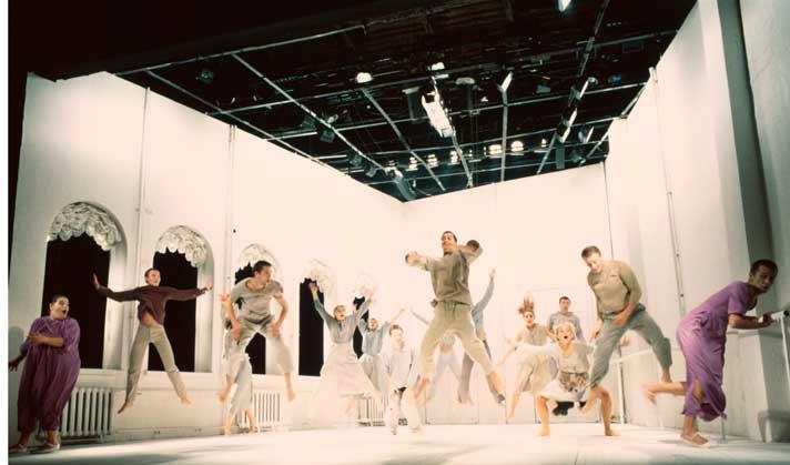 Сцена из спектакля «Клаустрофобия». Фото предоставлено пресс-службой театра