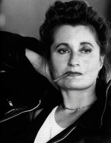 Эльфриде Елинек — австрийская романистка, драматург, поэт, литературный критик, лауреат Нобелевской премии по литературе (2004), а также других престижных литературных премий. Произведения Елинек до сих пор ни разу не были поставлены на российской сцене.