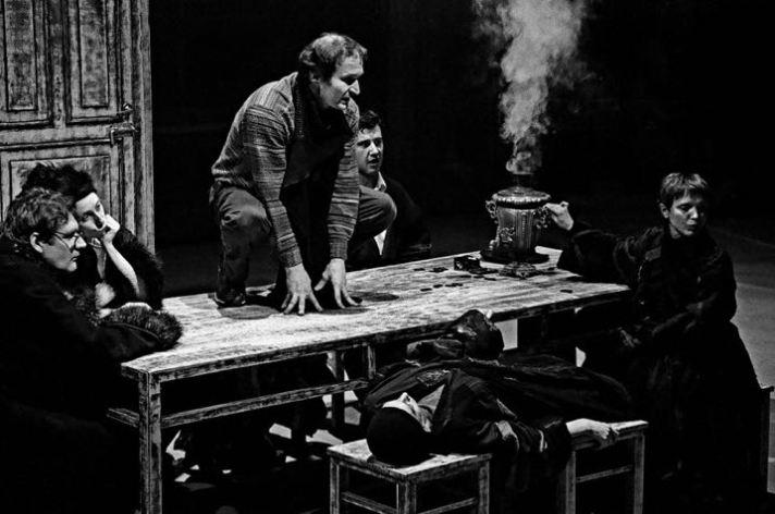 «Опыт освоения пьесы «Чайка» системой Станиславского», Театр наций, Москва, 2001. Фотография: Владимир Луповской.